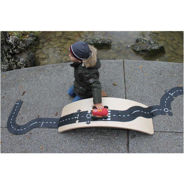 Tabla curva en madera artesanal. ukitu juguetes
