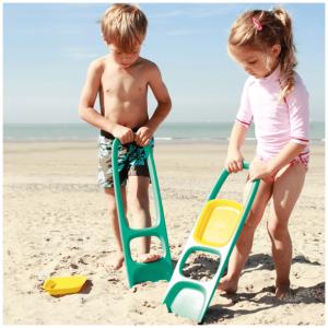 Pala irrompible SCOPPI. Además tiene un tamiz para la arena. Juegos de arena, nieve y jardín. Ukitu juguetes.