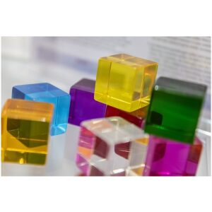 Cubos de percepción trasparentes en 8 colores distintos. Ukitu juguetes